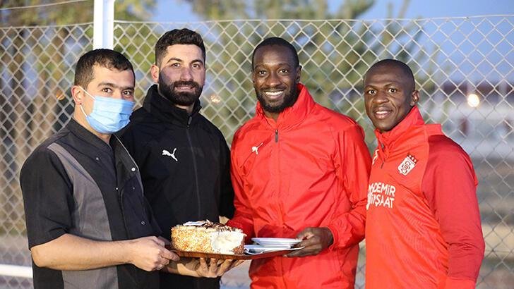 Son dakika - Sivasspor'da Arouna Kone'ye sürpriz!