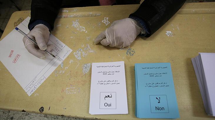 Son dakika... Cezayir'de referandum sonuçlarını onaylandı