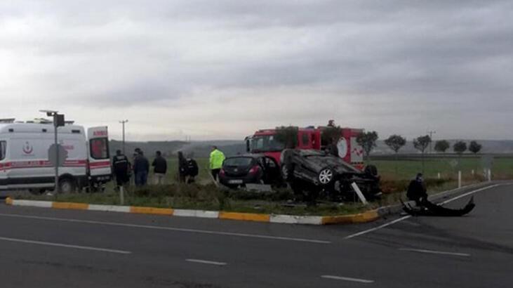 Kavşakta feci kaza! 2 kişi ölümden döndü