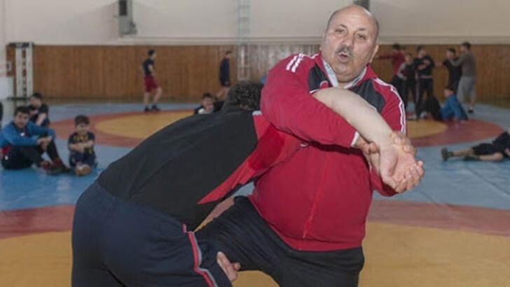 Efsane güreşçi Reşit Karabacak ve Nihat Kabanlı'nın tedavisi sürüyor