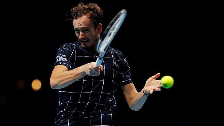 Teniste Medvedev, Zverev'i 2-0 mağlup etti!