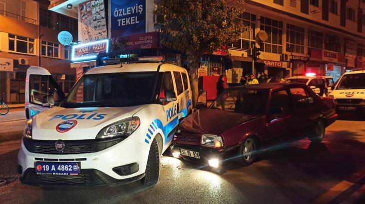 Ehliyetsiz sürücünün kullandığı otomobil, kovalamaca sırasında ekip otosuna çarptı