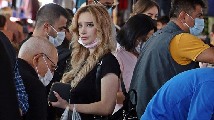 Kapalı semt pazarında tepki çeken maske manzara