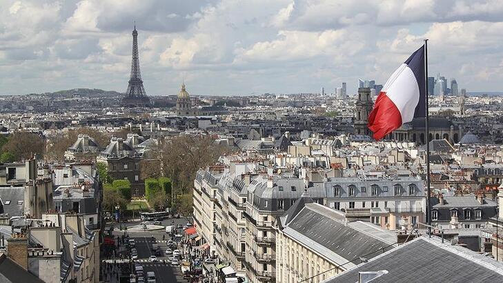 Fransa büyüme beklentisini düşürdü