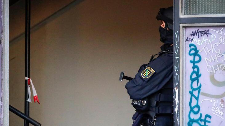 Alman bakan 'aşırı sağcı bir satıcıdan silah aldığı' gerekçesiyle istifa etti