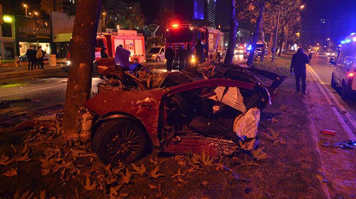 Ağaca çarpan otomobil ikiye bölündü: 1 ağır yaralı