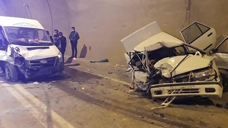 Son dakika... Yusufeli'nde feci kaza! Otomobil paramparça oldu