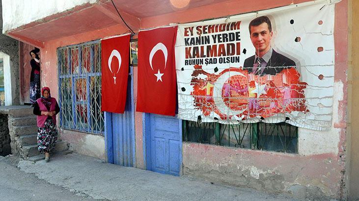 Şehit öğretmenin ailesinden, teröristin evine taziyeye giden HDP'lilere tepki