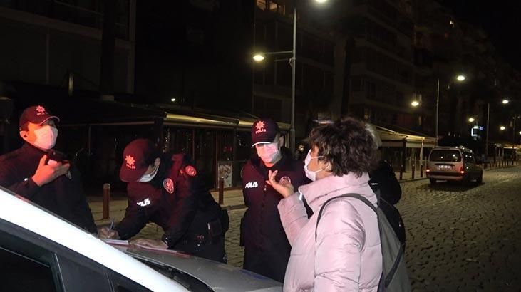 Maskesiz gezen kadın işlem yapan polislere tepki gösterdi