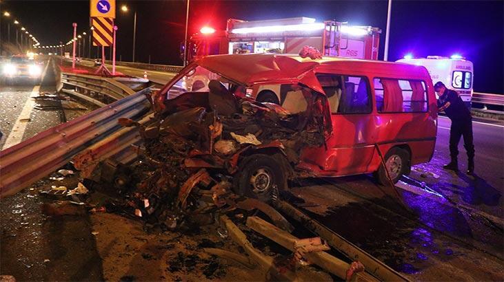 Kazada eşyaların altında kalan 2 çocuk ağlayınca fark edildi