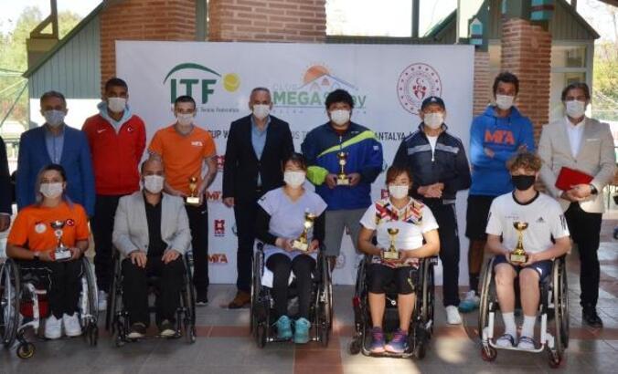 Serik'te tekerlekli sandalye tenis turnuvası