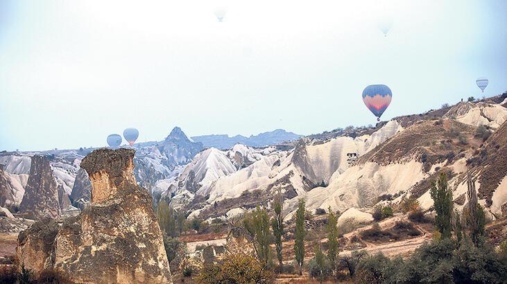 Kapadokya'da balonlar  sis içinde havalandı