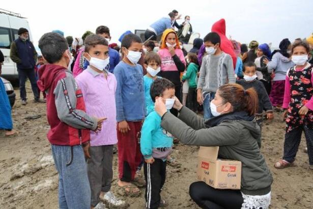 Büyükşehirden mevsimlik tarım işçilerinin çocuklarına süt ve hijyen kiti