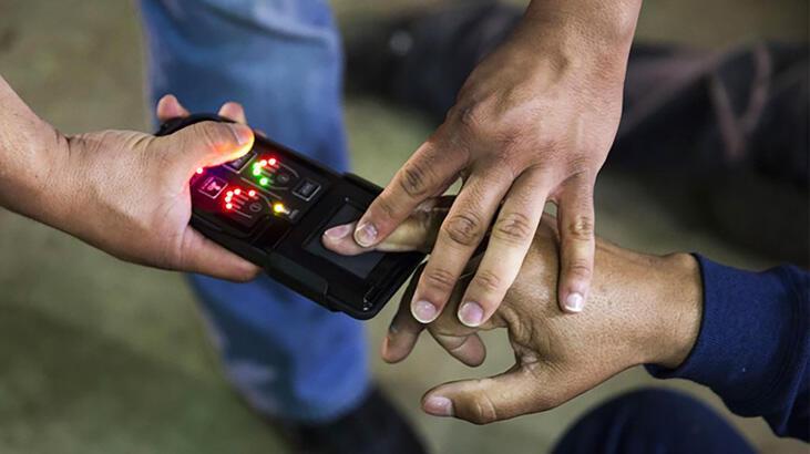 ABD'de mobil parmak izi göçmenlere baskı aracı olarak kullanıldı!'