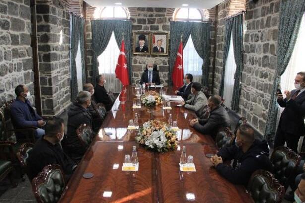 Vali Karaloğlu, İzmir'den dönen aşevi ekibiyle görüştü