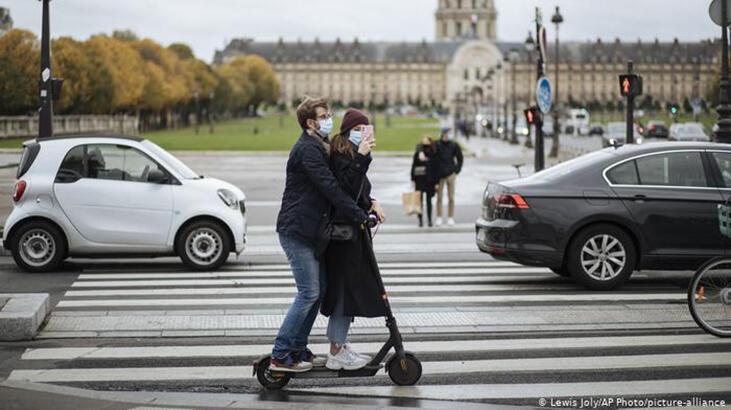 Fransa'da Kovid-19 kaynaklı ölü sayısı 50 bini geçti