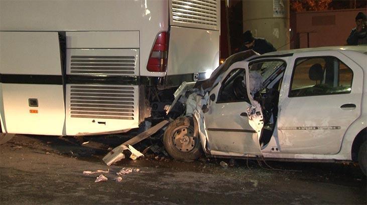 Park halindeki otobüse çarptı:1'i ağır 2 yaralı