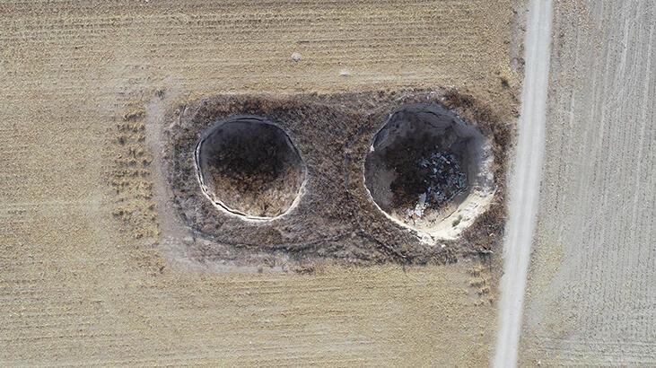Tarlasında 2 obruk oluşan çiftçi: Riskli de olsa her yıl ekim yapıyoruz