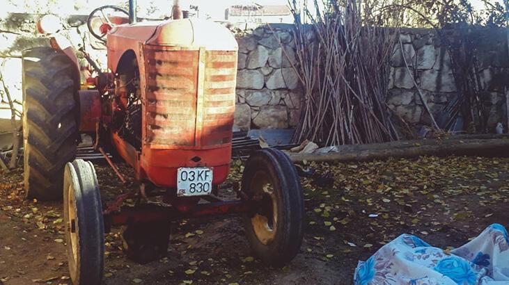 Traktörünü tamir etmek isterken yanarak can verdi