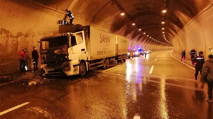 TIR yandı, Bolu Dağı Tüneli ulaşıma kapandı