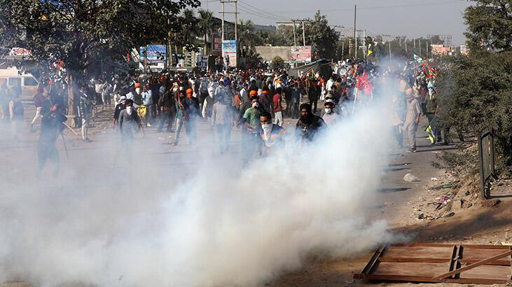 Protestocu çiftçilere polisten gazlı müdahale