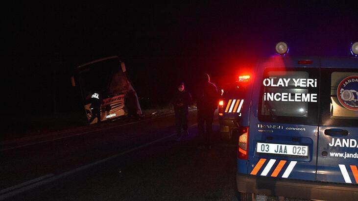 Yolcu otobüsü ile kamyonet çarpıştı: Ölü ve yaralılar var