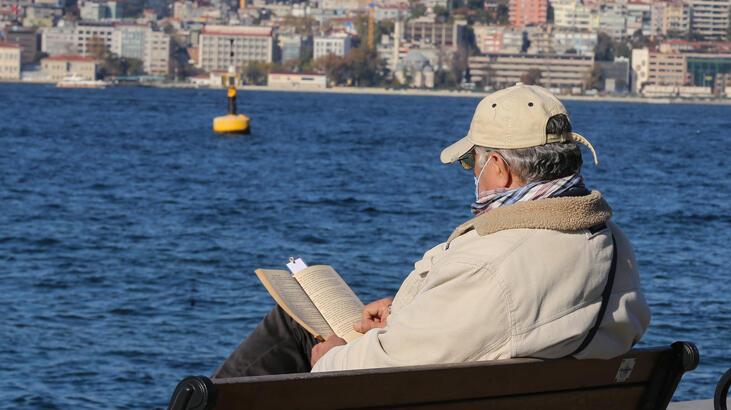 65 yaş ve üzerindeki vatandaşlar güzel havanın tadını çıkardı