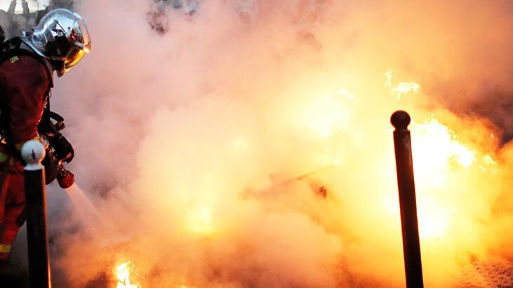Paris'te göçmenlerin yaşadığı binada yangın çıktı