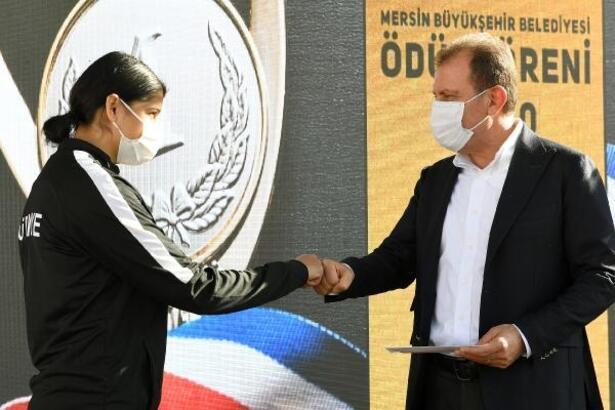 Mersin Büyükşehir'den başarılı sporculara ödül