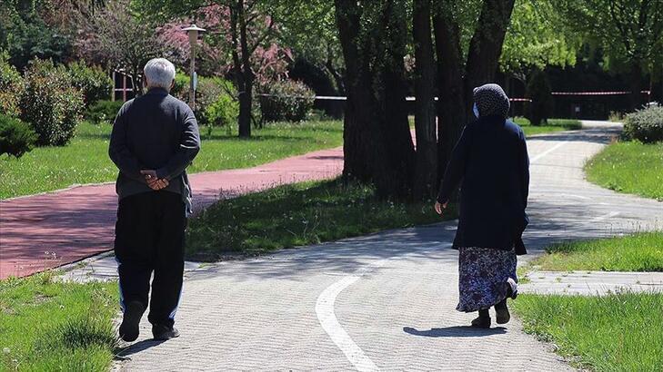 65 yaş üstü sokağa çıkma yasağı saatleri: Hafta içi 65 yaş üstü hangi saatlerde sokağa çıkabilir?