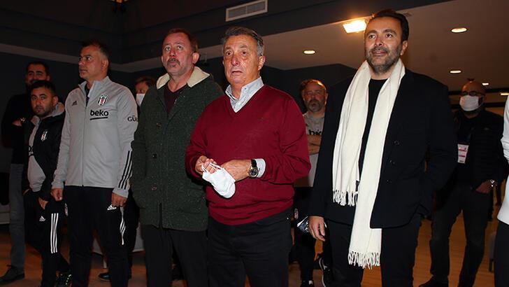 Beşiktaş Kulübü Başkanı Ahmet Nur Çebi'den futbolculara kutlama