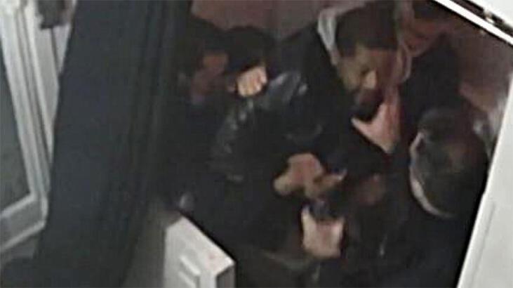 Fransa'da siyah müzisyeni döven polislerden ikisi tutuklandı