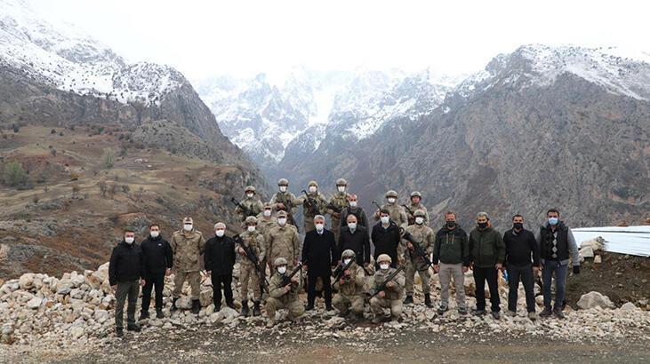 Erzincan Valisi Makas, vatan nöbeti tutan askerleri ziyaret etti