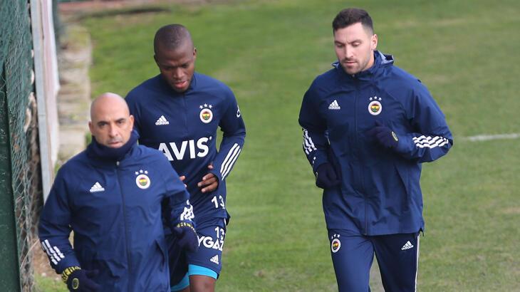 Son dakika - Fenerbahçe'de Valencia ve Sinan Gümüş idmana çıktı!