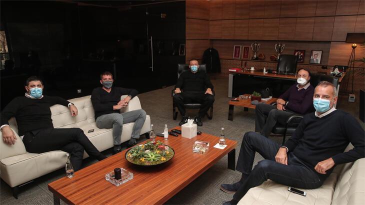 Hidayet Türkoğlu Milli Takım Heyeti ile bir araya geldi
