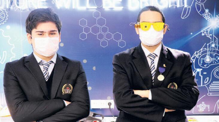 Liseli gençler bilim fuarında