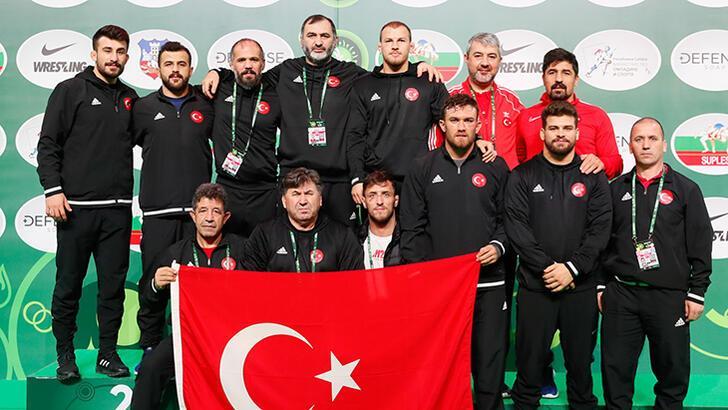 Güreş Dünya Kupası'nda 7 gümüş, 6 bronz!