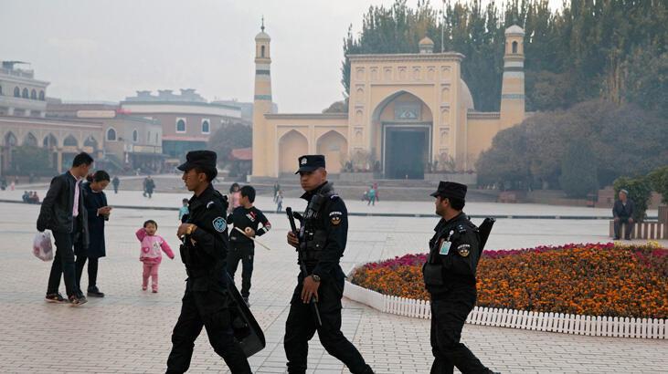 Çin, Sincan Uygur Özerk Bölgesi'nde bildiğini okumakta kararlı