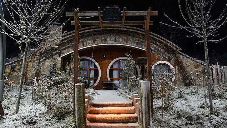 Sivas'ta Hobbit Köyü'nde kar mazanaraları