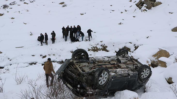 Yüksekova'da otomobil, şarampole devrildi: 1 ölü, 1 yaralı