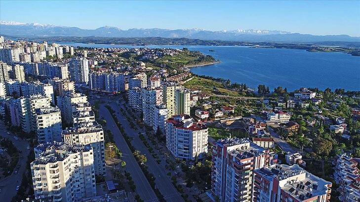 Türkiye'de yerleşik her 2 yabancıdan biri kendi evinde oturuyor