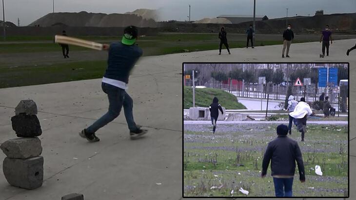 Kriket oynayan grup polisi görüce böyle kaçtı!