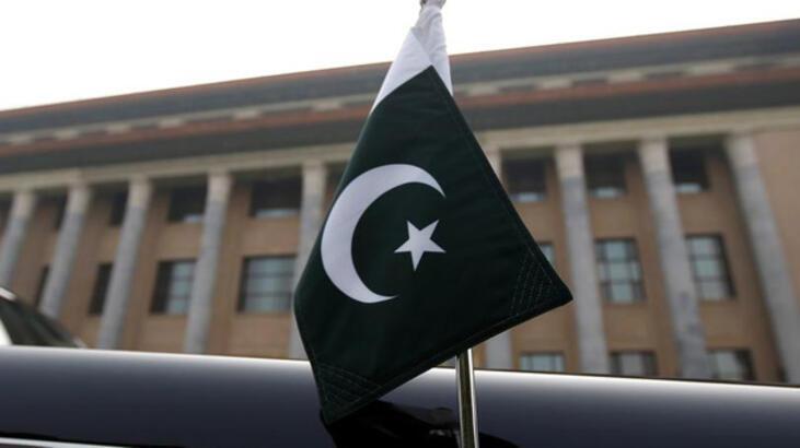 Pakistan'da eski bakan Asıf gözaltına alındı