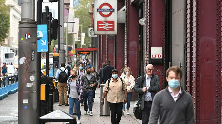 İngiltere'de son 24 saatte koronavirüsten 414 ölüm