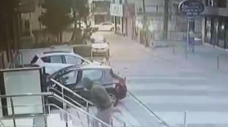 Maltepe'de Aylin Sözer'i öldüren kişinin binaya giriş anı