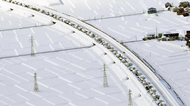 Japonya kar altında, uçak seferleri iptal