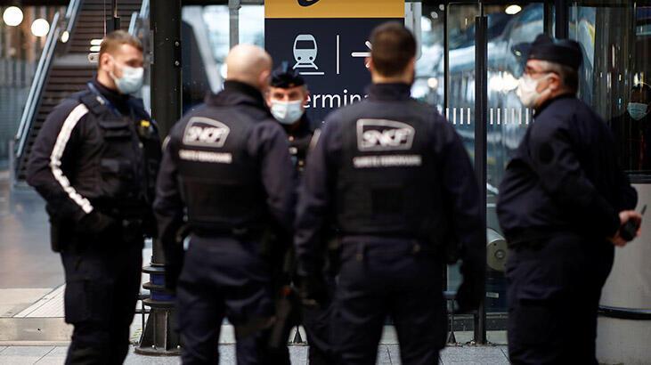 Fransa'da bu gece 100 bin polis ve jandarma görev yapacak