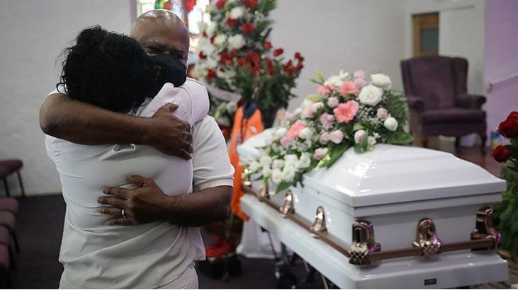 ABD'de salgın tırmandı! Cenaze evlerinde yer kalmadı