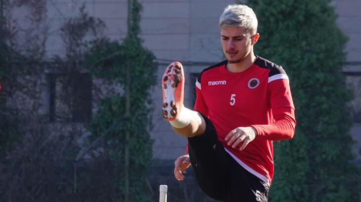 Berat Özdemir canlı yayında transferi açıkladı