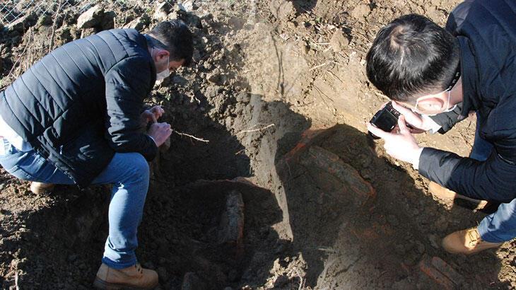 Bahçesinde kazı yaparken buldu! Hemen haber verdi